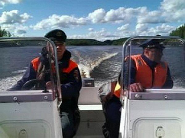 В Карелии перевернулась лодка с подростками, есть погибшие