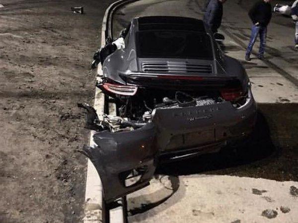 Владельцу разбитого на ТО Porsche предложили почти новую машину (ФОТО, ВИДЕО)