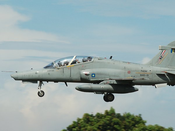 В Малайзии с радаров пропал военный самолет