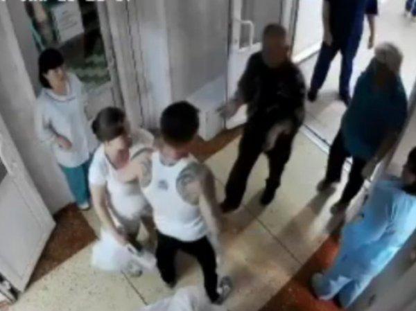 В Хабаровске пациент жестоко избил врача прямо во время приема