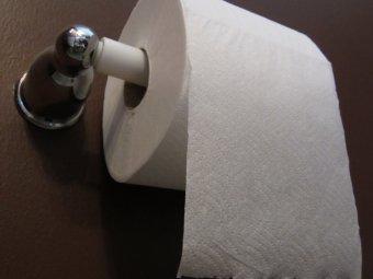 Кража века российские туристы пытались украсть рулонов   Кража века российские туристы пытались украсть 14 рулонов туалетной бумаги в Турции
