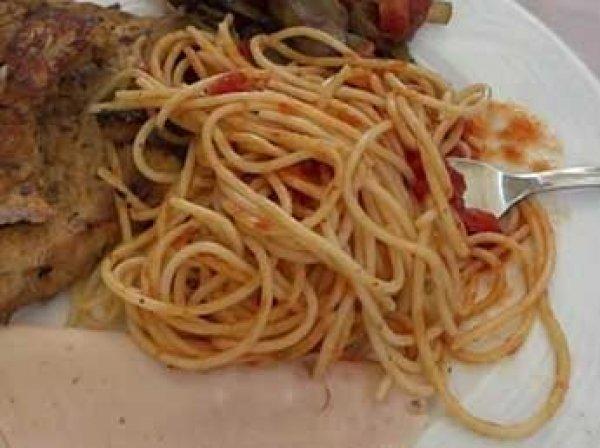 Туристов из России в отелях Турции стали штрафовать за несъеденную еду