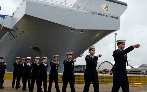 """Минобороны РФ: Британский авианосец """"Королева Елизавета"""" - удобная крупногабаритная морская цель"""