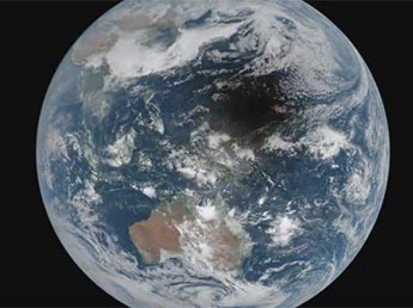 Ученые объяснили видео с загадочной тенью, пересекающей Землю