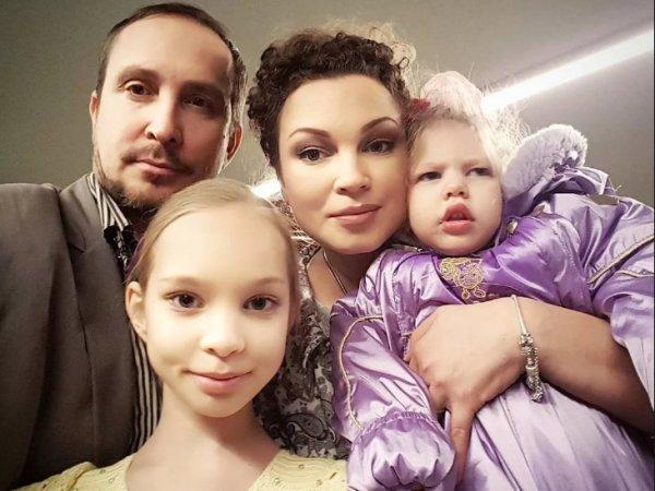 Певец Данко обвинил жену в измене из-за ДЦП у дочери