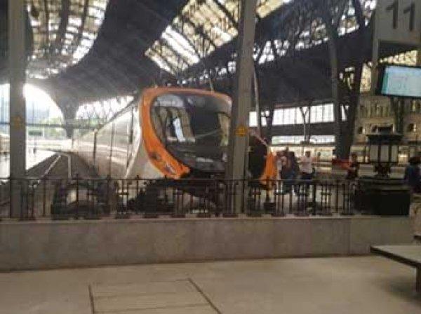 В Барселоне поезд протаранил платформу: пострадали 54 человека (ФОТО, ВИДЕО)