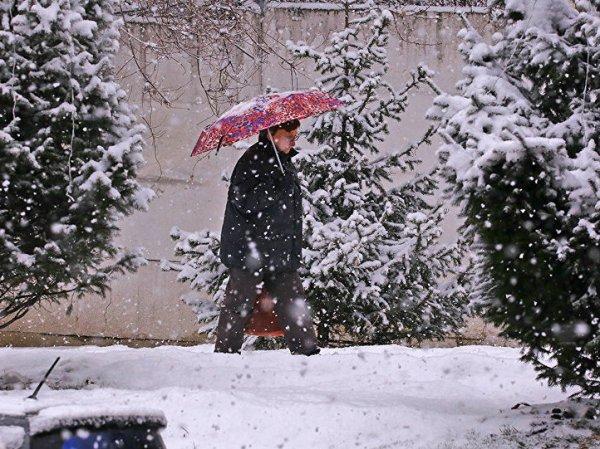 Западный Казахстан в середине лета завалило снегом (ВИДЕО)