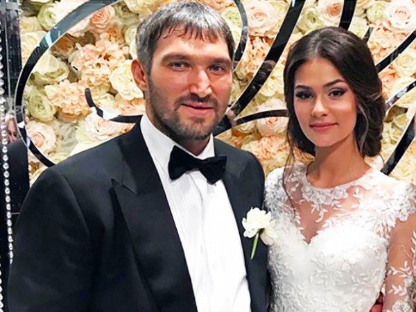 СМИ узнали, что подарил Путин на свадьбу Овечкина и Шубской