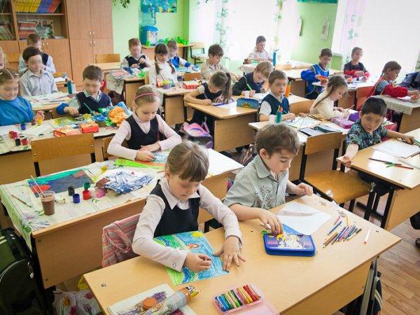 СМИ: в Барнауле учительница издевалась над учеником, не сдавшим деньги ей на подарок
