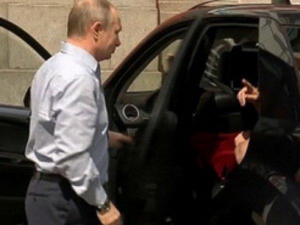 """СМИ выяснили, что находилось в """"красной коробке"""" спутника Путина на Валааме"""