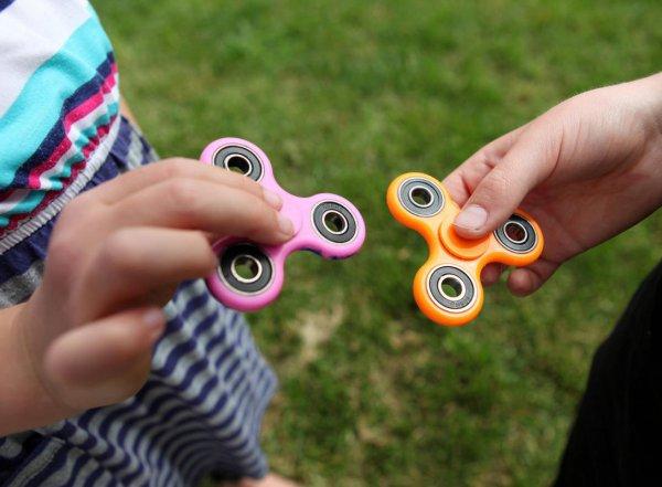 Роспотребнадзор проверит, как спиннеры влияют на детское здоровье