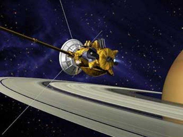 """Зонд """"Кассини"""" выявил загадочную аномалию на кольцах Сатурна"""