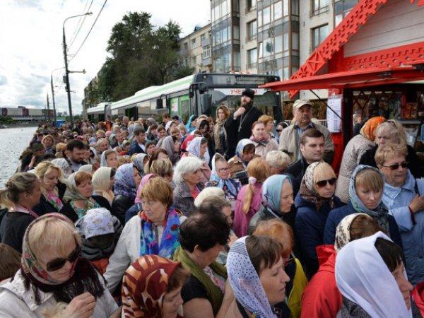 Очередь к мощам Николая Чудотворца в Москве онлайн 3 июля 2017 растянулась на 7 часов
