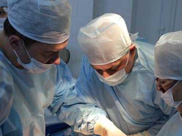 Скандал: в Сургуте хирург-проктолог выложил селфи из операционной (ФОТО)