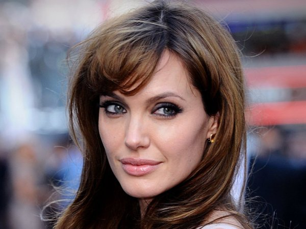Анджелина Джоли рассказала, как у нее парализовало мышцы лица