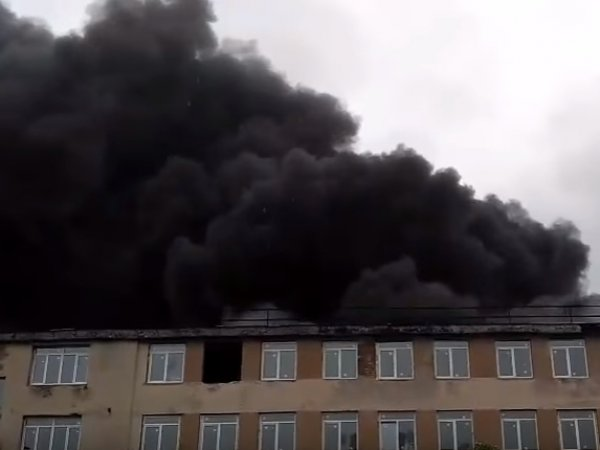 Пожар в Санкт-Петербурге сейчас: огонь на Кировском заводе тушат с помощью вертолета (ВИДЕО)