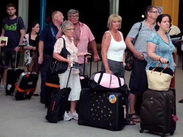 Более 200 российских туристов в Турции выселили из отелей на два дня раньше срока