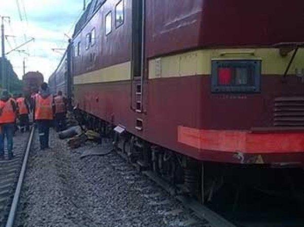 В Ленобласти поезд столкнулся с дрезиной и сошел с рельсов (ФОТО)