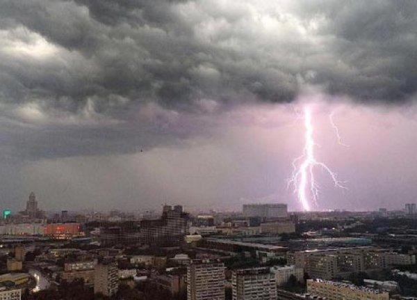 Ураган в Москве на сегодня 01.07.2017 унес жизни трех человек (ВИДЕО)