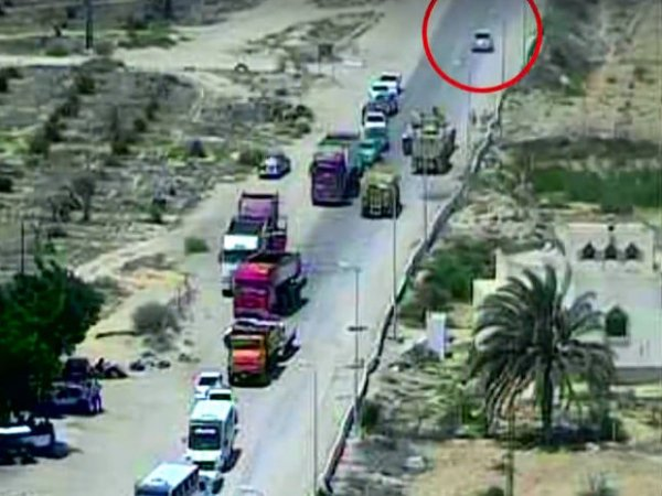 """В Египте танк расплющил """"шахид-мобиль"""" со взрывчаткой (ВИДЕО)"""