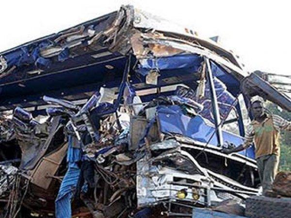 В ДТП с автобусом в Африке погибли почти 80 человек