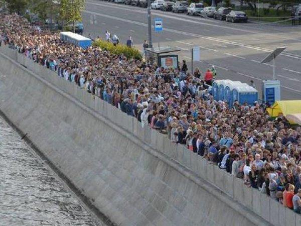 Очередь к мощам Николая Чудотворца в Москве онлайн сегодня 5.07.2017 растянулась на 10 часов (ФОТО)