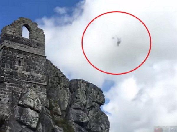 На YouTube опубликовано видео полета сферического НЛО в Англии