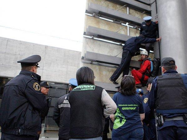 В Мексике полиция задержала 17-летнего «человека-паука» из России