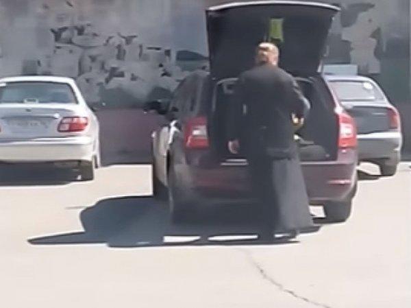 На Урале священник увез ребенка в багажнике машины