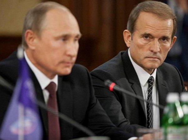 СМИ: Путин в Крыму провел закрытую встречу с Медведчуком