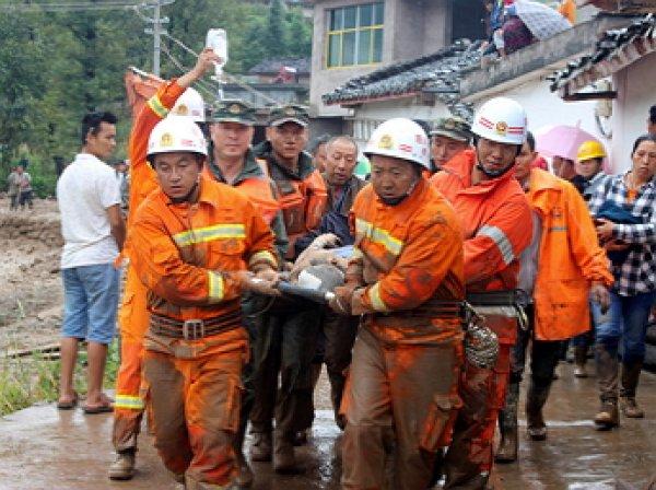 В Китае произошло землетрясение: обрушился отель с людьми внутри, есть жертвы