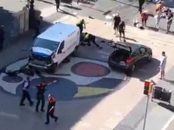 Опубликовано фото террористов и машин, участвовавших в атаке в Барселоне