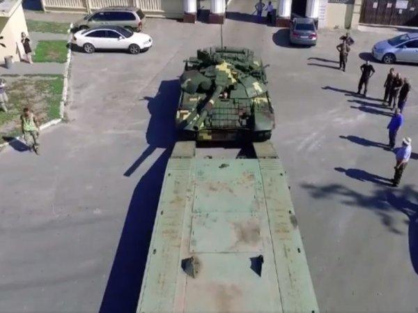 Соцсети высмеяли Порошенко, похваставшегося модернизированным советским танком Т-72А