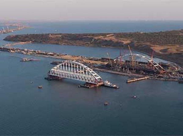 В Сети появилось ВИДЕО установки арки на опоры Крымского моста