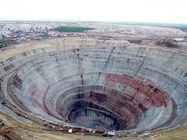"""В Якутии на руднике """"Алросы"""" вода затопила шахту со 150 сотрудниками"""