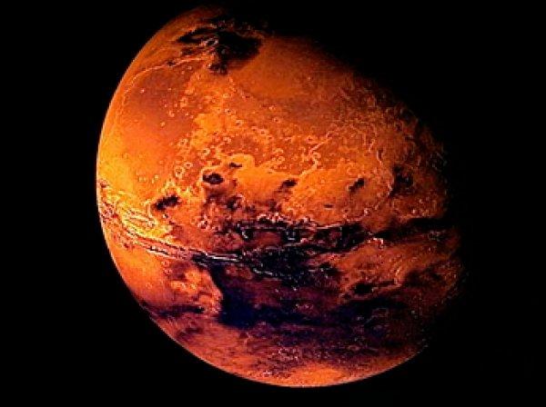 """Уфологи разглядели на Марсе вход в """"секретную базу НЛО"""""""