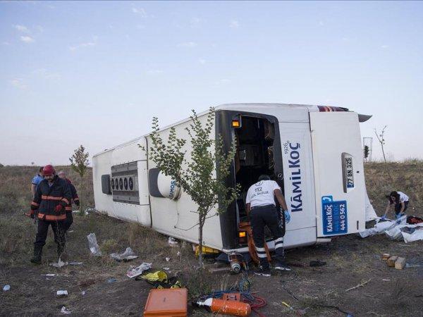 В Турции перевернулся автобус с туристами: пострадали 11 россиян