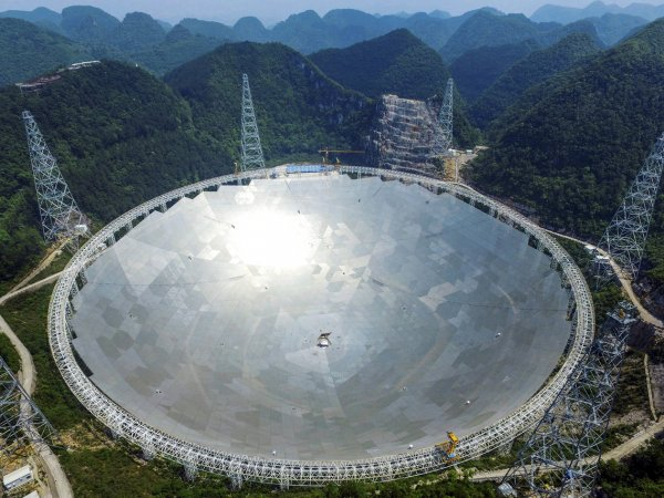 Китайские ученые открыли две звезды, летящие с невероятной скоростью