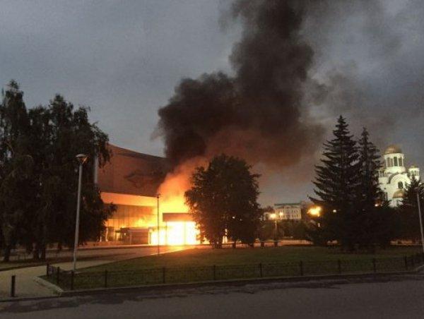 СМИ выяснили, почему 39-летний активист пытался спалить кинотеатр в Екатеринбурге
