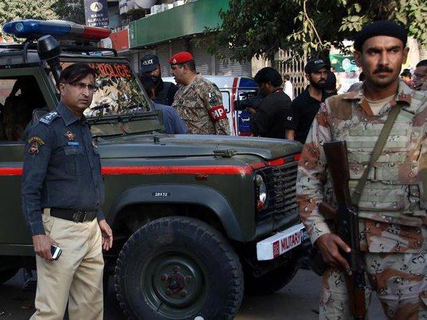 В Пакистане родственники казнили электричеством влюбленных подростков
