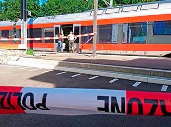 Около 30 человек пострадали при столкновении двух поездов в Швейцарии (ФОТО)