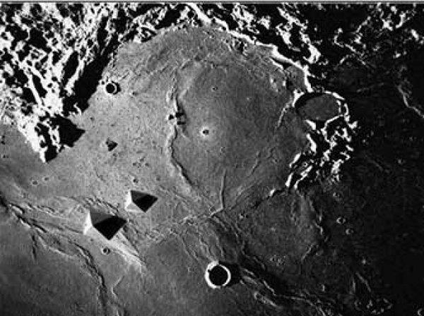 Уфолог нашел на ФОТО  НАСА гигантскую пирамиду инопланетян, построенную на Луне (ВИДЕО)