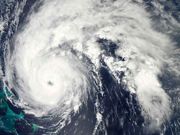 "Ураган ""Ирма"" у побережья США достиг скорости 220 км/ч"