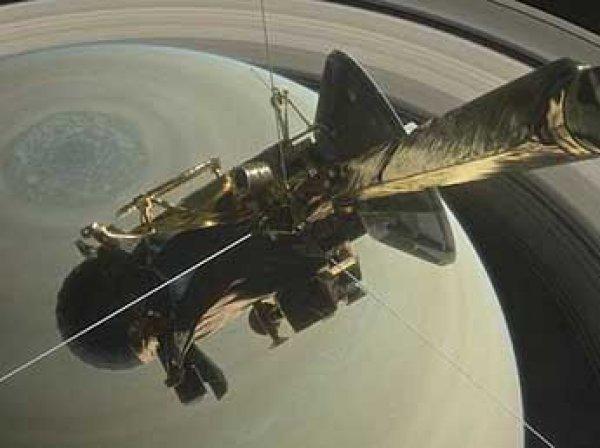 """Перед гибелью зонд """"Кассини"""" снял таинственный объект в космосе (ФОТО)"""