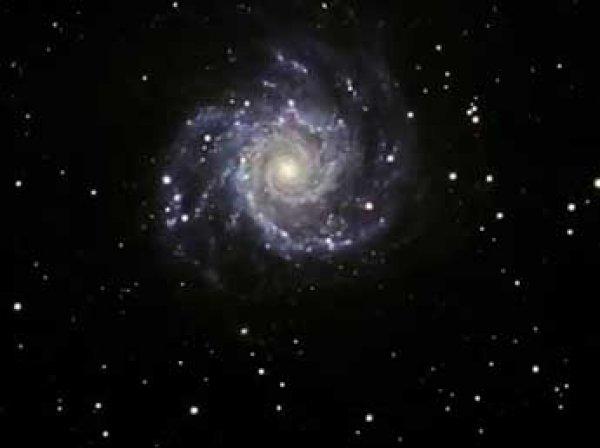 Ученые нашли в центре Млечного пути загадочную черную дыру