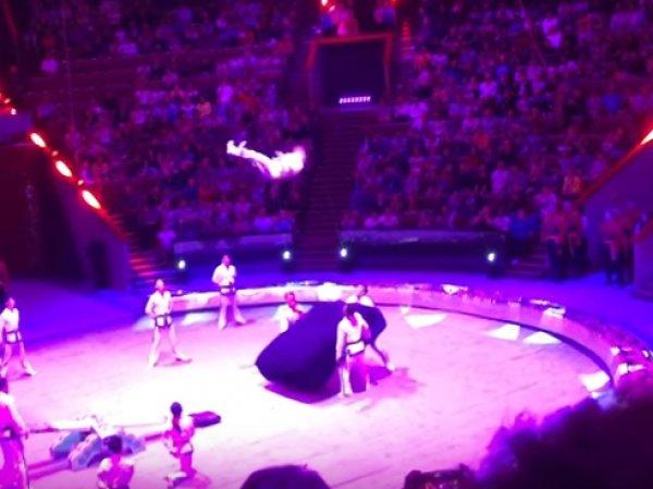 YouTube ВИДЕО: в московском цирке акробат из КНДР сломал шею, пытаясь побить рекорд Гиннеса