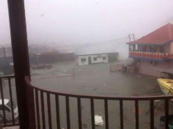 """Ураган """"Ирма"""" по пути в США сравнял с землей 90% зданий на Карибских островах (ФОТО, ВИДЕО)"""