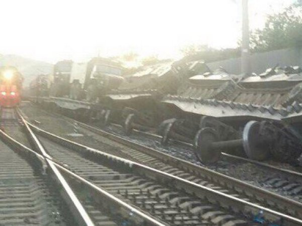 В Забайкалье с рельсов сошел поезд с танками