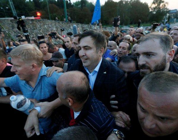 Саакашвили с боем прорвался на Украину: пострадали 16 человек (ВИДЕО)