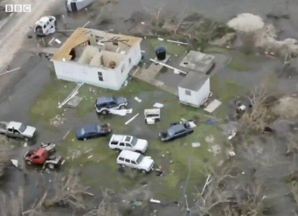"""Ураган """"Ирма"""", ударивший по Доминикане и Карибам, сейчас идет на США: 1 млн пострадавших (ВИДЕО)"""